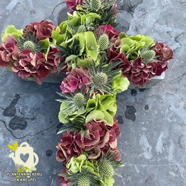 a1-bloemstuk-hortensia-kruis-beton