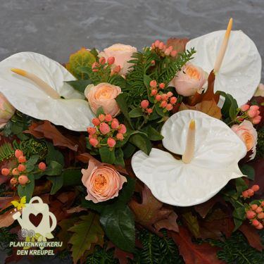 grafdecoratie-zalm-rozen